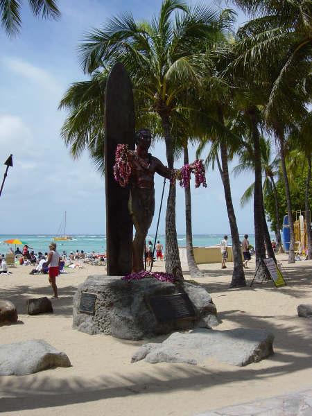 大部分是描绘夏威夷风光的风景油画.